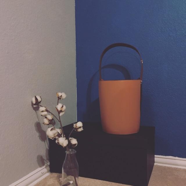 么哒!喜欢我的小水桶谢谢可爱时尚的小编 .  去购买>&gt